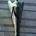 Die Engel Gottes zählen jede Träne, die wir aus Trauer vergießen. Sie wiederholen in Hörweite der schwebenden Geister des unendlichen Kosmos jedes Lied, das die Freude uns entlockte. Khalil Gibran, Sämtliche Werke
