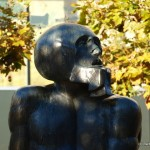 die ewige Spirale von Gewalt und Gegengewalt, Skulptur von Heß